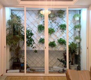Mẫu cửa nhôm kính việt pháp màu trắng sứ đẹp