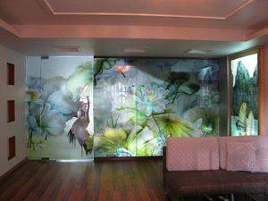 Mẫu kính sơn màu trang trí nội thất đẹp