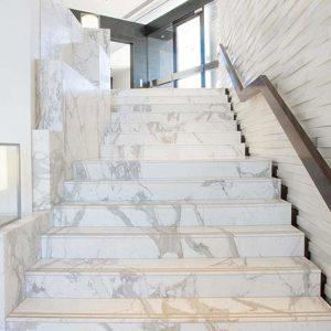 mau-cau-thang-op-lat-da-marble-cam-thach-dep-14