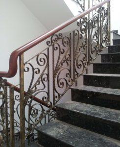 Mẫu lan can cầu thang sắt mỹ thuật đẹp