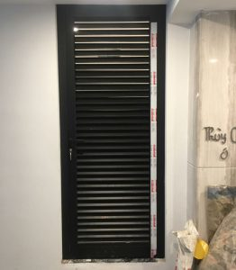 Mẫu cửa nhôm kính Xingfa màu đen ghi đẹp